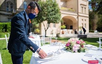 foto del matrimonio simulato che hanno organizzato oggi in una sala ricevimenti di Bari