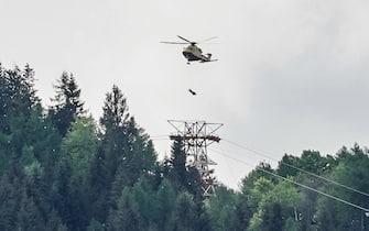 La funivia che collega Stresa con il Mottarone è precipitata e al momento ci sono almeno 4 vittime. Sul posto sono presenti squadre dei vigili del fuoco e del soccorso alpino. Torino 23 maggio 2021 ANSA/TINO ROMANO