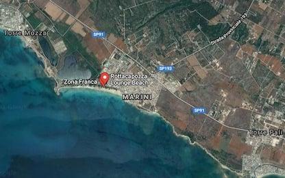 Salento, incendio distrugge stabilimento balneare a Lido Marini