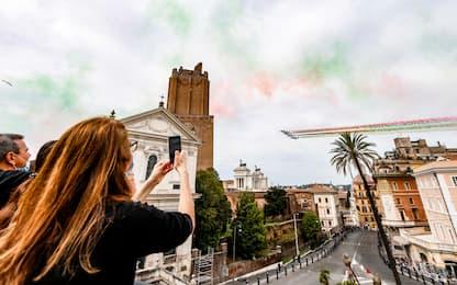 Festa della Repubblica, le Frecce Tricolori sorvolano Roma. FOTO