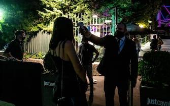 Milano - Riapertura delle discoteche e locali da ballo. Nella foto 'Just Cavalli' di fronte alla torre Branca in viale Luigi Camoens. (Milano - 2020-07-10, Marco Passaro) p.s. la foto e' utilizzabile nel rispetto del contesto in cui e' stata scattata, e senza intento diffamatorio del decoro delle persone rappresentate