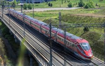 Il viaggio di una vettura Trenitalia per l'Italia