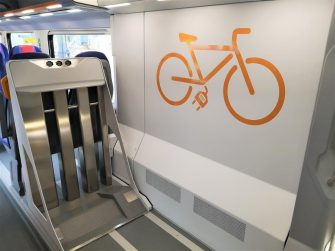 Lo spazio dedicato alle biciclette all'interno di un treno Trenitalia