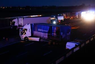 L'autostrada A1 nei pressi di Modena Sud bloccata per l'assalto a un portavalori, 14 Giugno 2021.  ANSA / ELISABETTA BARACCHI