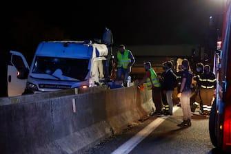 Il furgone portavalori preso d'assalto in autostrada A1 nei pressi di Modena Sud,14 Giugno 2021.  ANSA / SERENA CAMPANINI