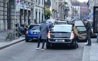 Cattive abitudini degli automobilisti nel parcheggiare la loro auto, senza rispettare il codice stradale e creando fastidio agli altri automobilisti e cittadini a piedi. Nella foto Largo la Foppa (SEBASTIANO TERRENI, milano - 2018-12-28) p.s. la foto e' utilizzabile nel rispetto del contesto in cui e' stata scattata, e senza intento diffamatorio del decoro delle persone rappresentate (milano - 2018-12-28, SEBASTIANO TERRENI) p.s. la foto e' utilizzabile nel rispetto del contesto in cui e' stata scattata, e senza intento diffamatorio del decoro delle persone rappresentate