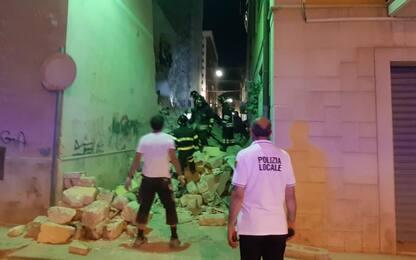 Barletta, crolla palazzina: tre feriti. Ipotesi fuga di gas