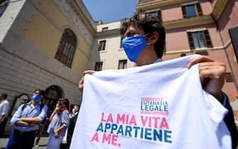 Marco Cappato manifesta per l'eutanasia