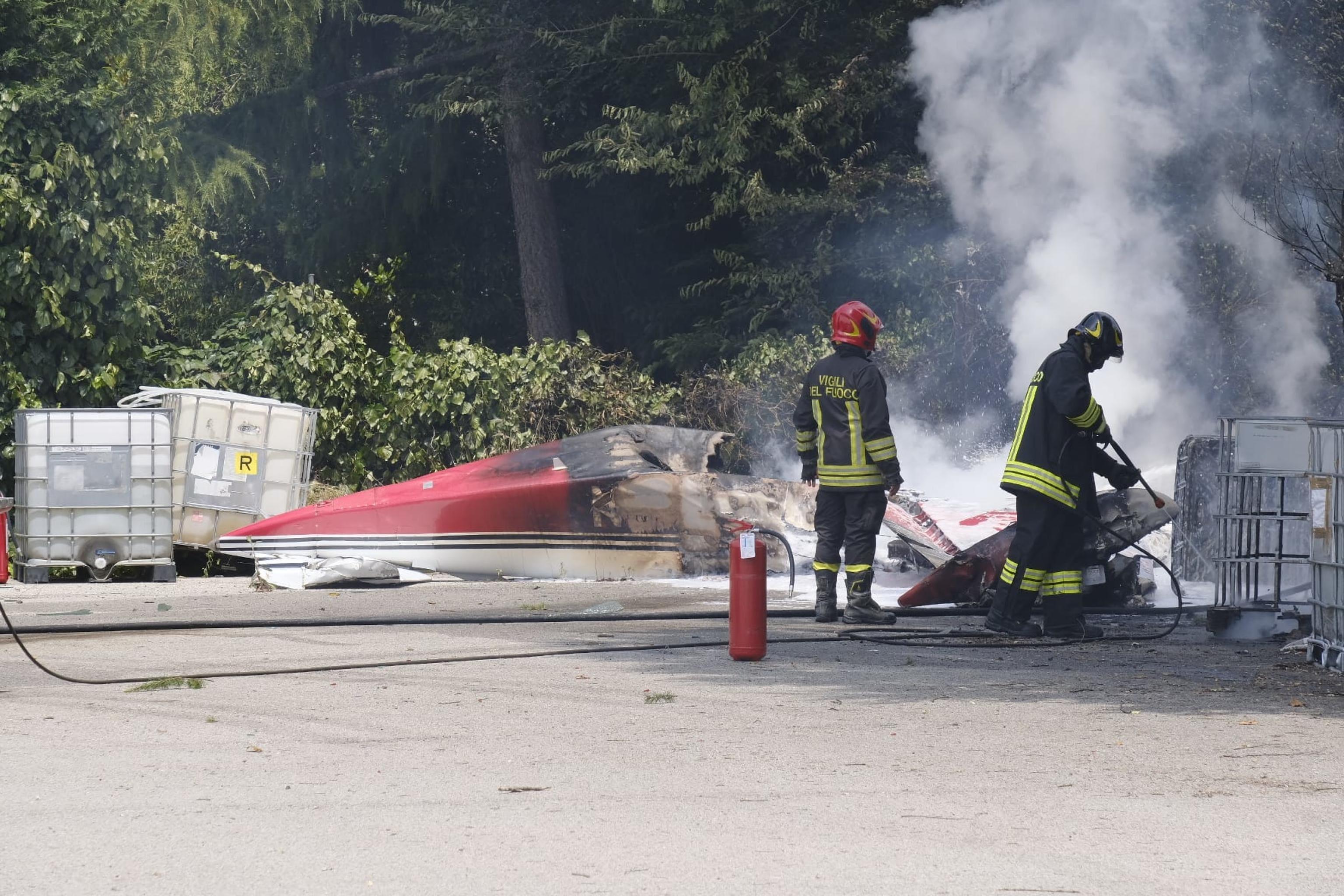 Il piccolo aereo precipitato all'esterno dell'aeroporto di Padova