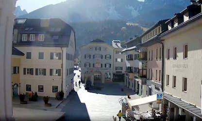 Covid, in Alto Adige via l'obbligo di mascherina all'aperto da lunedì