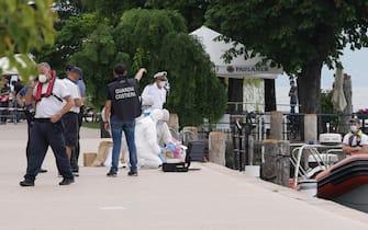 Il punto in cui è stato trovato il cadavere di un uomo su una barca che aveva danni da urto, tra Saló e San Felice del Benaco, sulla sponda bresciana del Lago di Garda, Salo  20 giugno 2021. ANSA/FILIPPO VENEZIA