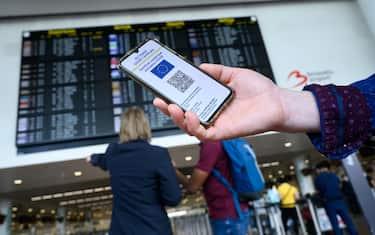 Un tweet della Commissione Europea: A safe and smooth travel this summer, thanks to updated air travel guidelines by @EASA and @ECDC_EU. These guidelines will help ensure that verification of the #EUCOVIDcertificate does not create bottlenecks and queues at airports.    TWITTER EUROPEAN COMMISSION +++ATTENZIONE LA FOTO NON PUO' ESSERE PUBBLICATA O RIPRODOTTA SENZA L'AUTORIZZAZIONE DELLA FONTE DI ORIGINE CUI SI RINVIA+++ +++NO SALES; NO ARCHIVE; EDITORIAL USE ONLY+++