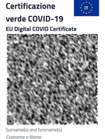 Milano - Green Pass - certificato verde covid-19 - EU Digital Covid Certificate (certificato avvenuta certificazione covid ) (Milano - 2021-06-23, V.Racanelli) p.s. la foto e' utilizzabile nel rispetto del contesto in cui e' stata scattata, e senza intento diffamatorio del decoro delle persone rappresentate