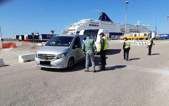 Tamponi in un porto della Sardegna