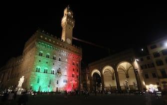 Piazza della Signoria illuminata col tricolore. ANSA/UFFICIO STAMPA COMUNE DI FIRENZE
