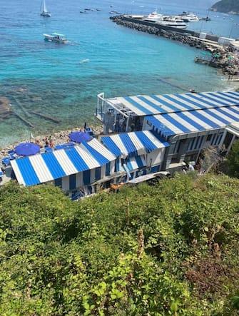 Una veduta dall'alto del bus precipitato a Capri