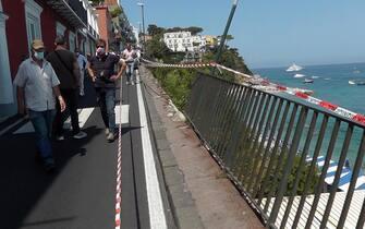 La zona di Marina Grande a Capri transennata dopo l'incidente del minibus