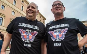 Gestori di discoteche alla manifestazione di protesta in Piazza San Silvestro, a Roma, l'8 luglio 2021