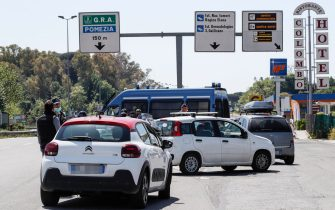 Italian Police check vehicles at Pontina road during the COVID-19 coronavirus pandemic, in Rome, Italy, 25 April 2020. ANSA/GIUSEPPE LAMI