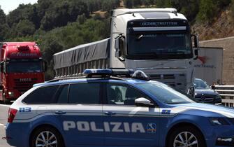 Controlli ed assistenza della Polizia Stradale sul tratto di Autostra A1-Firenze in vista dell'esodo estivo, 20 luglio 2018. ANSA/ CLAUDIO GIOVANNINI