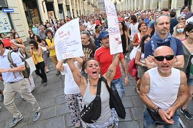 Manifestazioni contro il Green Pass. Tensioni a Milano e Roma. VIDEO