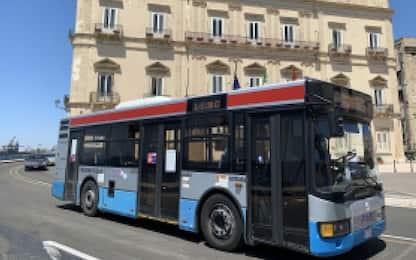 Taranto, 20enne disabile abusata su bus di linea: indagati 8 autisti
