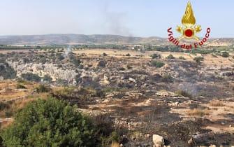 #Incendi #Sardegna, dalle 20 di ieri 40 interventi dei #vigilidelfuoco, quasi tutti per bonifiche tranne 3 per piccole riprese di focolai. Il nostro dispositivo di soccorso resterà invariato per tutta la giornata di #oggi #27luglio