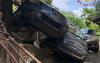 Drammatica situazione nel Comasco dopo le violente piogge di questa notte, che si sono sommate a quelle dei giorni passati. Praticamente tutti i torrenti che scendono a picco dalle montagne sopra il lago si sono ingrossati a dismisura e sono esondati invadendo le strade e provocando ingenti danni un po' in tutti i centri abitati, 27 luglio 2021. ANSA/US VIGILI DEL FUOCO