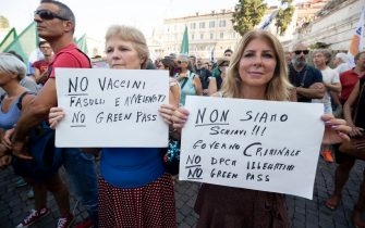"""Protesters during the demonstration against the """"Green Pass"""" at Del Popolo's square in the centre of Rome, Italy, 31 July 2021. ANSA/MASSIMO PERCOSSI"""