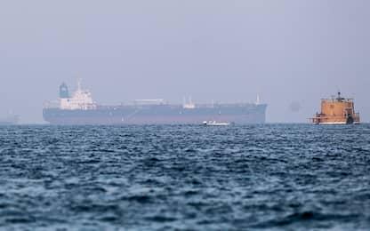 Golfo di Oman, alcune petroliere fuori controllo: sospetti sull'Iran