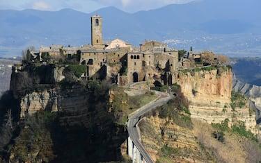 Civita is a hamlet of 11 inhabitants of the municipality of Bagnoregio, in the province of Viterbo, in Lazio,part of the most beautiful villages in Italy, every year sinks more and Civita di Bagnoregio has also been nicknamed the city that dies. For this reason the village has been classified by Unesco as a World Heritage Site for 2022, for its cultural landscape of extraordinary importance   Civita è una frazione di 11 abitanti del comune di Bagnoregio, in provincia di Viterbo, nel Lazio, parte dei borghi più belli d'Italia, ogni anno affonda di più e Civita di Bagnoregio è stata anche soprannominata la città che muore. Per questo motivo il villaggio è stato classificato dall'Unesco patrimonio dell'umanità per il 2022, per il suo paesaggio culturale di straordinaria importanza