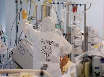 Health workers wearing overalls and protective masks in the intensive care unit of the San Filippo Neri hospital during the Covid-19 Coronavirus pandemic, in Rome, Italy, March 22, 2021. ANSA/GIUSEPPE LAMI