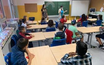 Alunni seguono una lezione a scuola