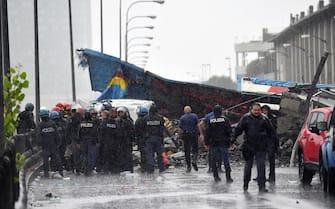 Foto Ufficio Stampa Polizia di Stato/LaPresse 14/08/2018 Genova, Italia Genova, crolla parte di un ponte sull'A10Nella foto: agenti della Polizia di Stato sul posto