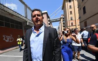 Il presidente della Regione Liguria Giovanni Toti durante la visita al centro sfollati di Buranello dove si dà assistenza a chi non può rientrare in casa nella zona rossa del ponte Morandi, Genova, 17 agosto 2018. ANSA/LUCA ZENNARO