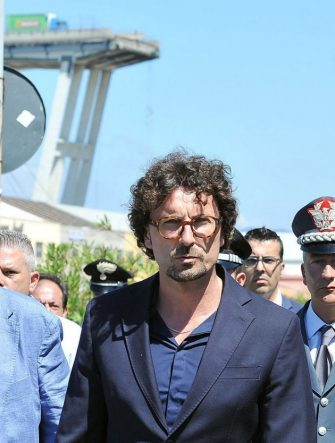 Italian Transport and Infrastructure Minister Danilo Toninelli during a visit at the site of the highway-bridge-collapse disaster in Genoa, Italy, 15 August 2018. .  ANSA/ ALESSANDRO DI MARCO