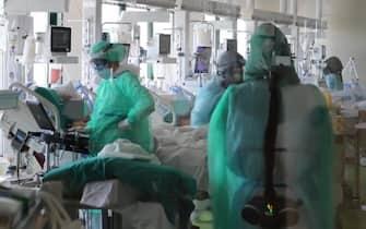 Terapia intensiva all'ospedale Maggiore di Bologna, 11 marzo 2021. ANSA/US Opi Bologna ++ NO SALES, EDITORIAL USE ONLY +++