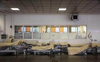 Foto Max Cavallari/Ansa Letti ospedalieri presso ilpronto soccorso delle ambulanze Foto terapie intensive presso l'Ospedale Sant'Orsola di Bologna, la situazione per ora è sotto controllo ma rischia di andare al colleasso se i numeri continueranno a salire.