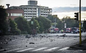 Secondo il 118 non risultano persone che hanno dovuto ricorrere alle cure ospedaliere per via dell'incendio che ha distrutto uno stabile di 15 piani a Milano. La certezza che non ci siano altre persone coinvolte si avrà quando i vigili del fuoco avranno messo in sicurezza lo stabile. ANSA/MATTEO CORNER