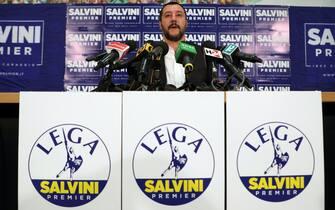 Il segretario nazionale della Lega Nord, Matteo Salvini, presenta il simbolo del partito per le prossime elezioni politiche, Milano, 21 dicembre 2017. ANSA/MATTEO BAZZI