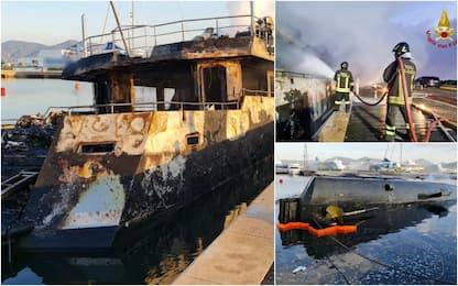 Yacht di 35 metri in fiamme a Olbia. FOTO