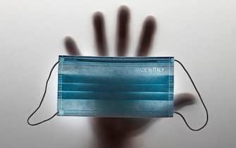 Una mascherina sanitaria utilizzata per prevenire il passaggio dei virus per via aerea durante la pandemia di Covid - 19 in tutto il pianeta fotografata a  Roma 27 giugno 2021 ANSA/MASSIMO PERCOSSI