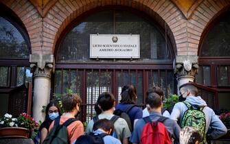Primo giorno di scuola al Liceo Amedeo Avogadro di Roma, 13 settembre 2021. ANSA/RICCARDO ANTIMIANI