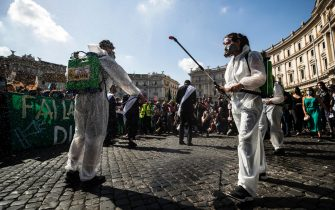 Protesters with signs and slogans during the demonstration Fridays for Future for the global climate strike in Rome, Italy, 24 September 2021. ANSA/ANGELO CARCONI