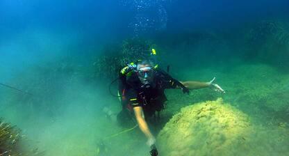 Sicilia, mina navale tedesca scoperta e fatta brillare in mare. VIDEO