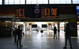 TURIN, ITALY - SEPTEMBER 01: General view of passengers on the railway line inside the Porta Nuova Station on September 1, 2021 in Turin, Italy. Italy's so-called Green Pass has been extended as of September 1 to transport and education sectors. (Photo by Stefano Guidi/Getty Images)