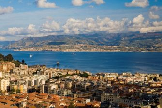 overlooking the Straits of Messina. on the background you see the Calabria. Messina. Sicily. Italiy. Europa. (Photo by: Federico Meneghetti/REDA&CO/Universal Images Group via Getty Images)