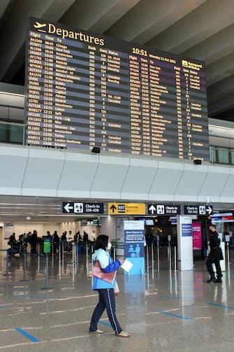 Terminata la prima fascia oraria (dalle 7 alle 10) di voli garantiti in caso di sciopero (la seconda sarà dalle 18 alle 21), non si registrano al momento disagi all'aeroporto di Fiumicino per lo sciopero generale di 24 ore dei settori pubblici e privati proclamato dai sindacati di base che vede coinvolto anche il trasporto aereo, Roma, 11 Ottobre 2021. ANSA/TELENEWS