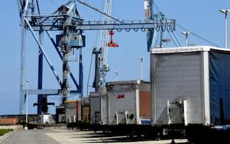 Porti, traffici, commercio, container, merci, Ancona, economia