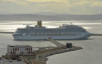 Coronavirus: la Costa Magica salpa dal porto di Ancona